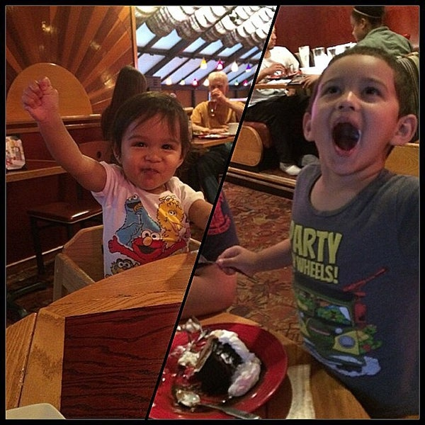 Photo taken at Red Robin Gourmet Burgers by Jason A. on 7/20/2014