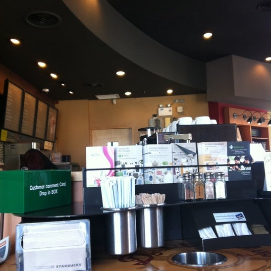 Photo taken at Starbucks (สตาร์บัคส์) by Sucheera C. on 10/26/2012