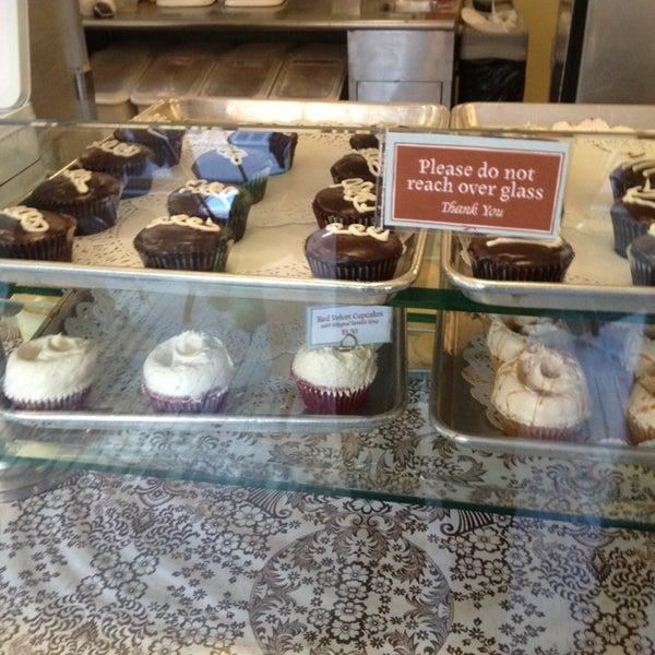 Photo taken at Magnolia Bakery by Luigi A. on 3/23/2013