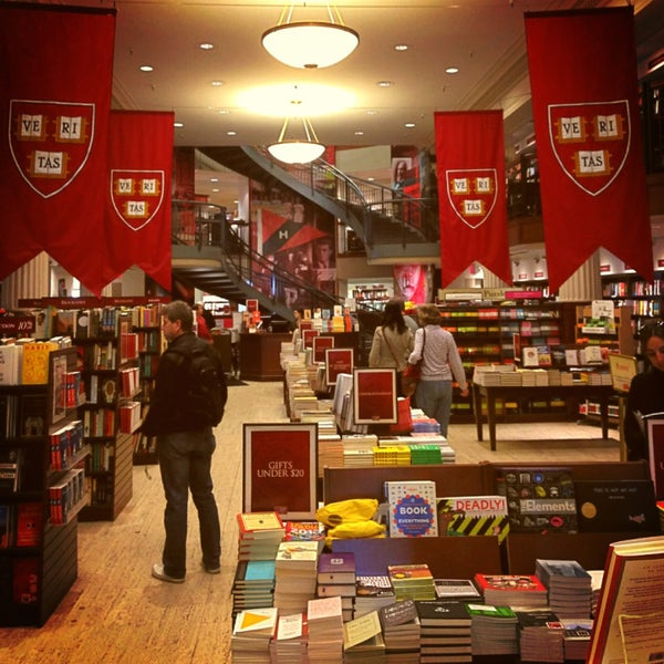 Photo taken at Harvard Coop Society Bookstore by Mario V. on 4/28/2013