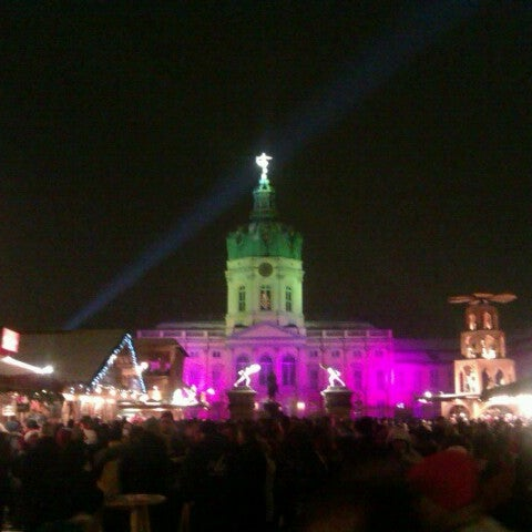 Photo taken at Weihnachtsmarkt vor dem Schloss Charlottenburg by Dirk T. on 12/22/2012