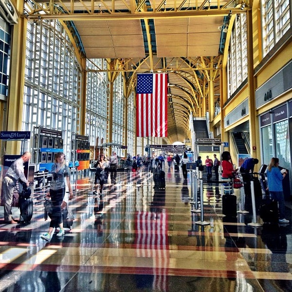 Photo taken at Ronald Reagan Washington National Airport (DCA) by Stephen T. on 7/17/2013