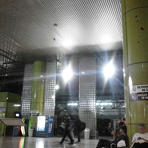 Photo taken at Stasiun Gambir by TherapyPhotography S. on 3/9/2013