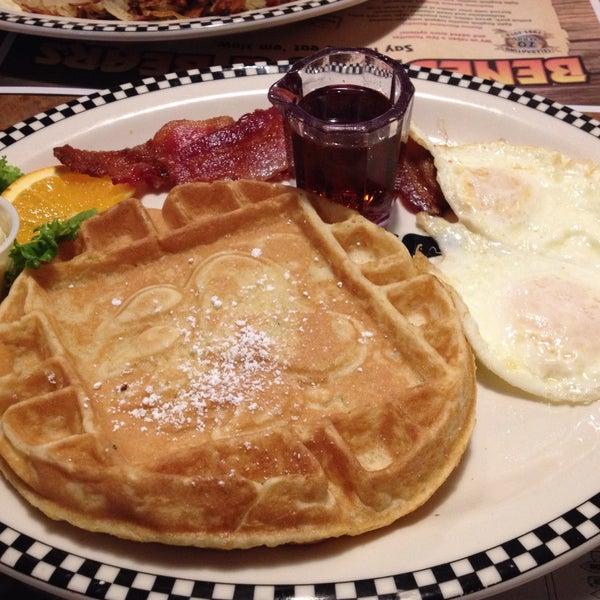 Photo taken at Gilbert Black Bear Diner by Lance Y. on 3/6/2015