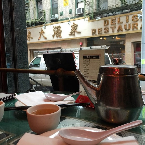 Photo taken at Joe's Ginger 锦江饭店 by Rob G. on 3/28/2015