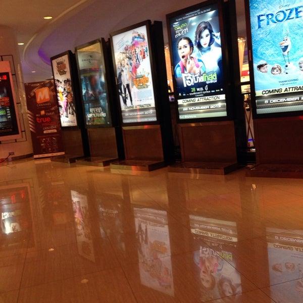 Photo taken at Major Cineplex Ratchayothin (เมเจอร์ ซีนีเพล็กซ์ รัชโยธิน) by คิว ค. on 11/4/2013