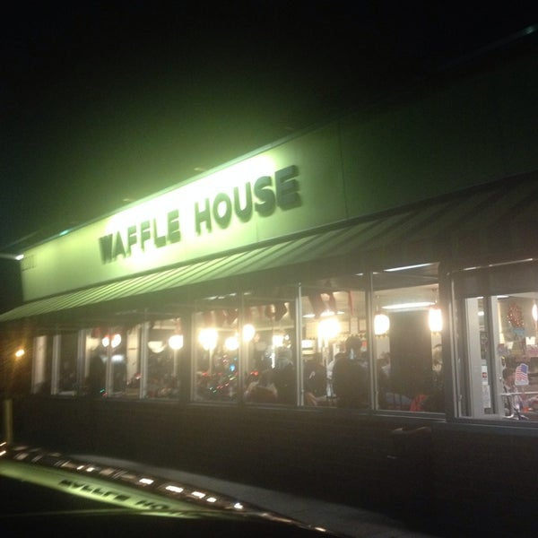 Photo taken at Waffle House by Keisha M. on 1/1/2014