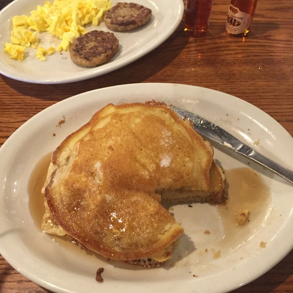 Photo taken at Cracker Barrel Old Country Store by nichole r. on 9/18/2015