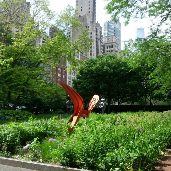 Photo taken at Sculpture Garden - Art Institute of Chicago by joonspoon on 6/8/2015