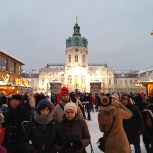 Photo taken at Weihnachtsmarkt vor dem Schloss Charlottenburg by Ton on 12/9/2012