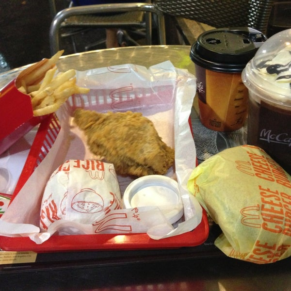 Photo taken at McDonald's by Rjay A. on 11/29/2014