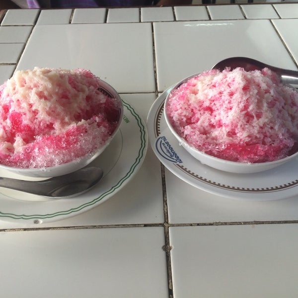 Photo taken at Food Center (ศูนย์อาหารเมืองทองธานี) by Am p. on 5/16/2015