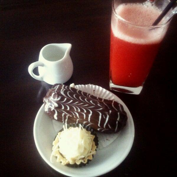 Photo taken at Parsley Bakery & Cake Shop by Sagitama K. on 8/28/2013