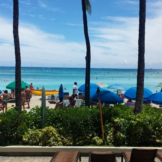Photo taken at Duke's Waikiki by Robot M. on 7/6/2014