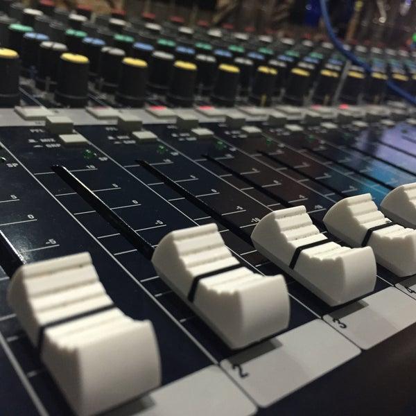 Circuito X : Circuito fm estación de radio en caracas