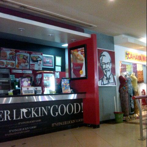 Photo taken at Pusat Grosir Jembatan Merah Plasa (JMP) by Fajar S. on 11/25/2012