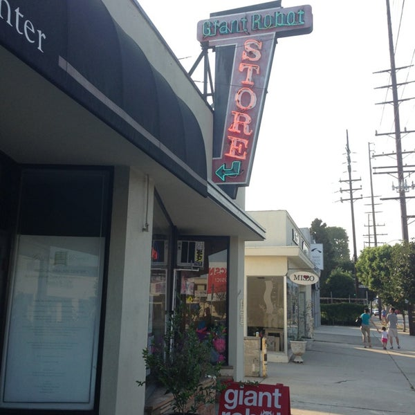 Grocery Stores Los Angeles: Giant Robot Store
