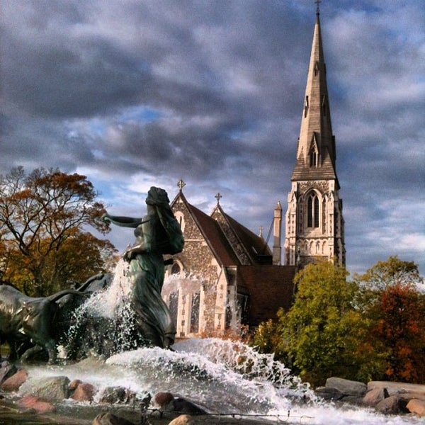 Photo taken at Gefionspringvandet (Gefion Fountain) by merz on 10/18/2012
