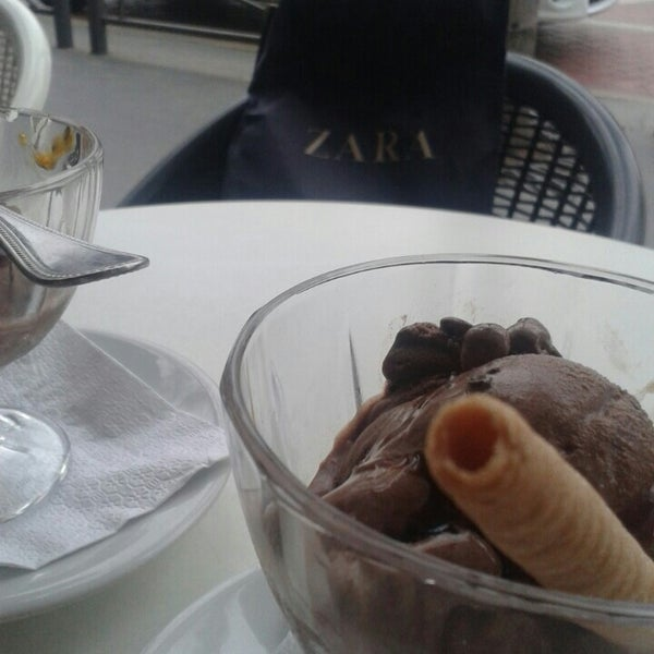 Photo taken at Venezia Ice by Elmoussili A. on 6/15/2014