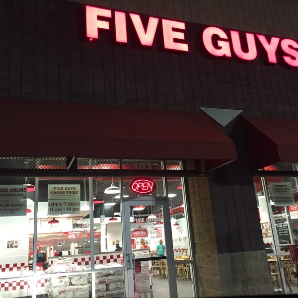 Photo taken at Five Guys by AbDuLLaH501 A. on 9/10/2016