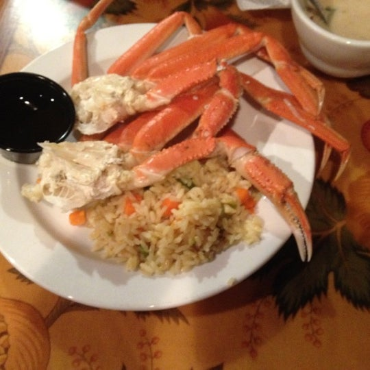 Photo taken at Phillips Seafood by Nacho F. on 11/3/2012