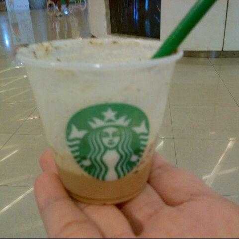 Photo taken at Starbucks by KhemKaaa P. on 3/6/2013