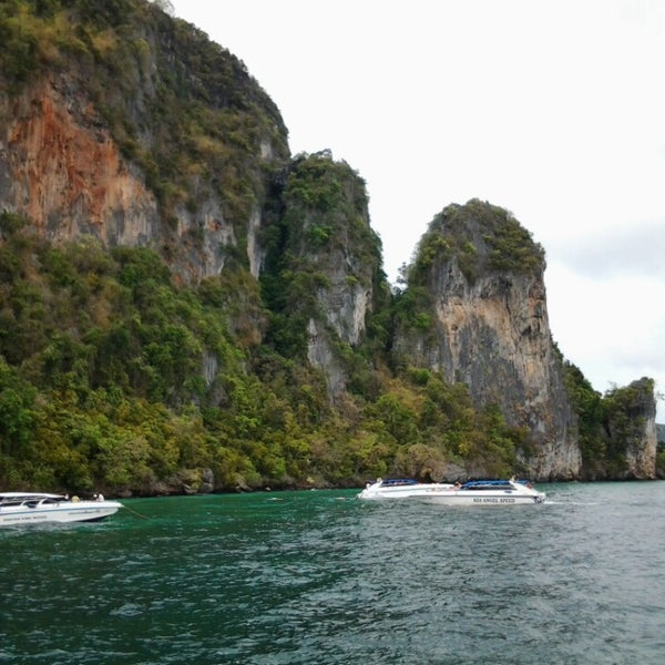 Photo taken at Phi Phi Island by ชุติมา ศ. on 4/14/2013