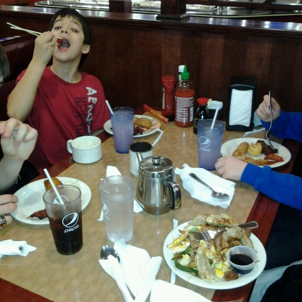Photo taken at Hibachi Grill & Supreme Buffet by Amie C. on 2/23/2013
