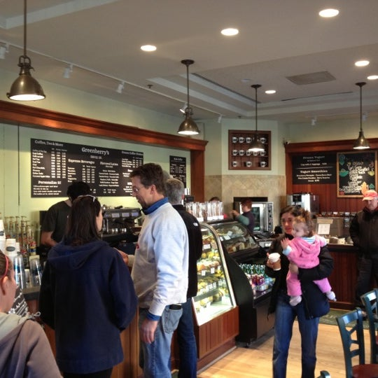 Photo taken at Greenberry's Coffee & Tea by Björn S. on 11/17/2012