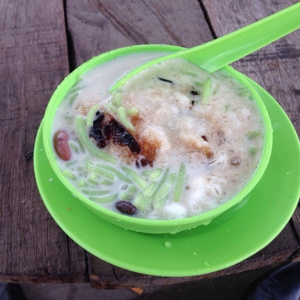 Photo taken at Cendol & Rojak Taman Bahagia by Bryan S. on 5/21/2014