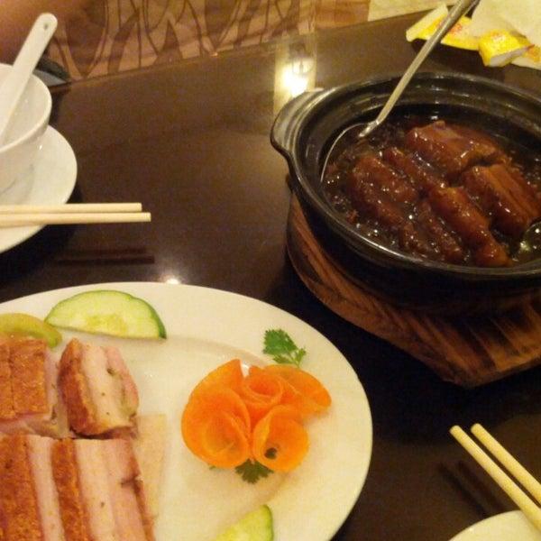 Photo taken at Hoằng Long Restaurant by Masaki K. on 3/9/2013