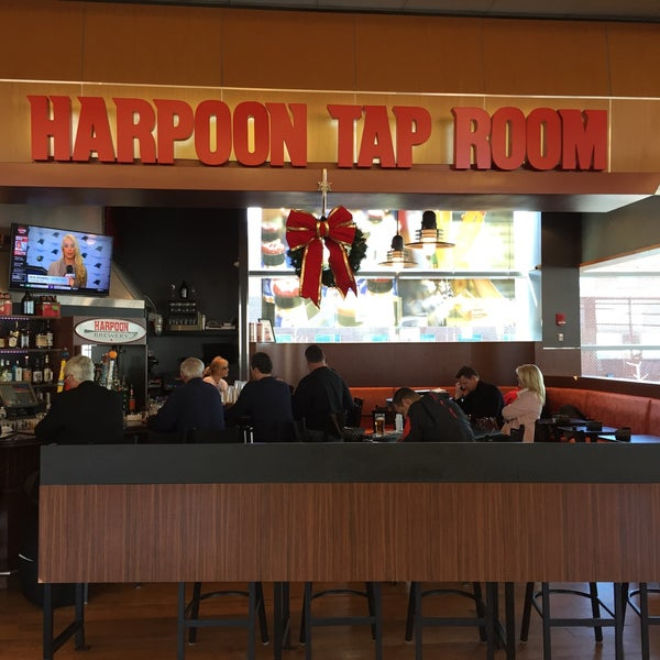 Photo taken at Harpoon Tap Room by Eduardo C. on 12/16/2015