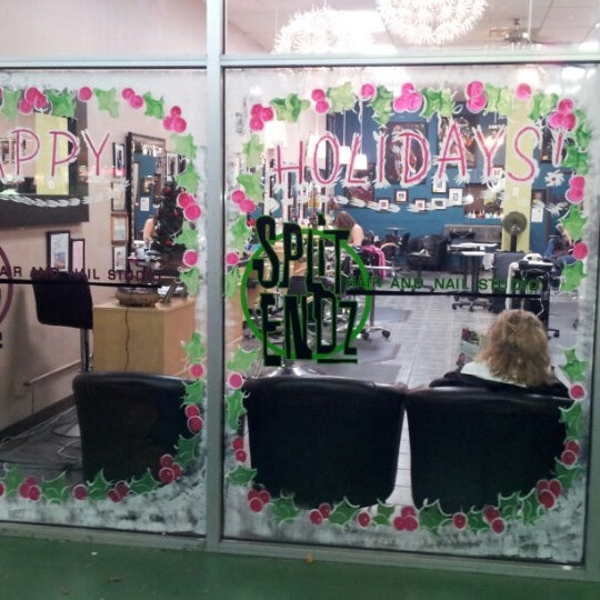 Photo taken at Split Endz Hair and Nails by Eric W. on 11/29/2012