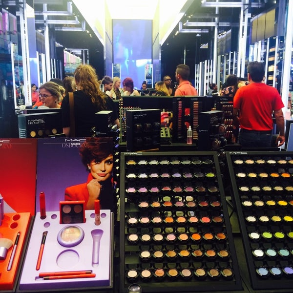 Photo taken at MAC Cosmetics by Hala A. on 7/23/2014