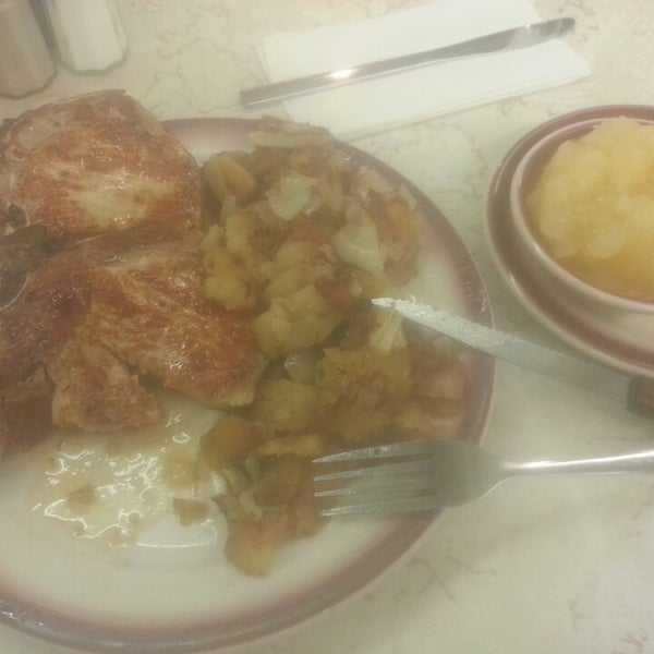 Photo taken at Tastee Diner by Julia Z. on 4/25/2014