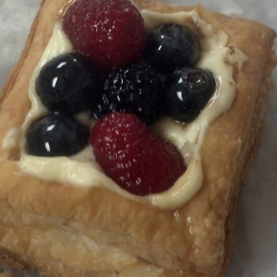 The Sour Cream Coffee Cake Muffin was DELICIOUS!  Guess I'll have to do a little extra in my workout :).  Got the Fruit Gallette for my lunch - Yum!