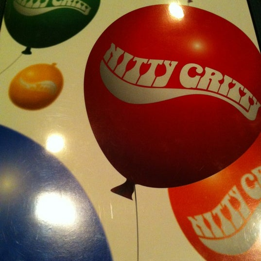 Photo taken at Nitty Gritty Restaurant & Bar by Di P. on 11/10/2012