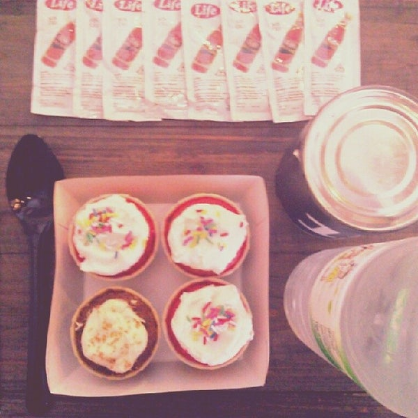 Photo taken at Wonder Milk Cupcakes by Tantengkualam on 2/14/2014