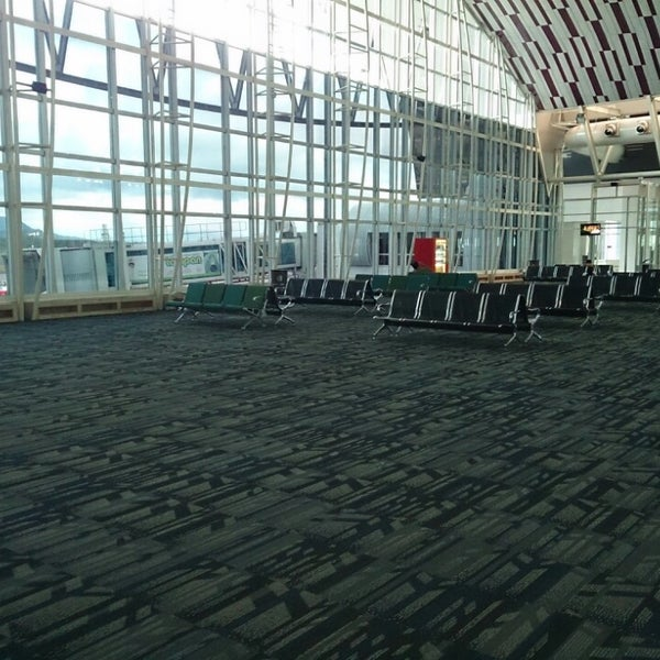 Photo taken at Sultan Hasanuddin International Airport (UPG) by Sony A. on 5/19/2013