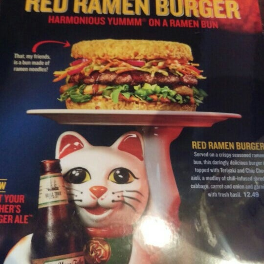 Photo taken at Red Robin Gourmet Burgers by Javier C. on 5/21/2016