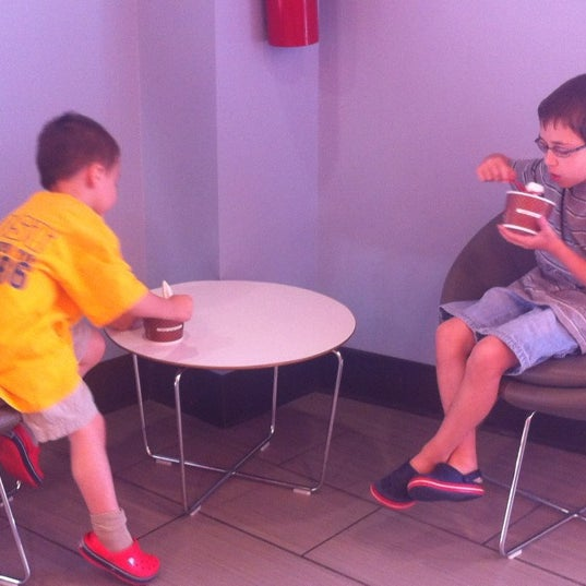 Photo taken at Red Mango by Justin W. on 5/20/2012