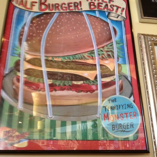 Photo taken at Red Robin Gourmet Burgers by Mike M. on 7/1/2012