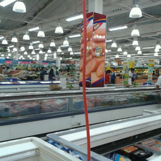 Photo taken at Shopwise by Shai D. on 7/22/2012