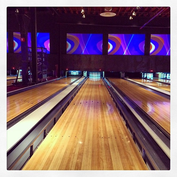 Photo taken at Brooklyn Bowl by Anthony C. on 10/12/2013
