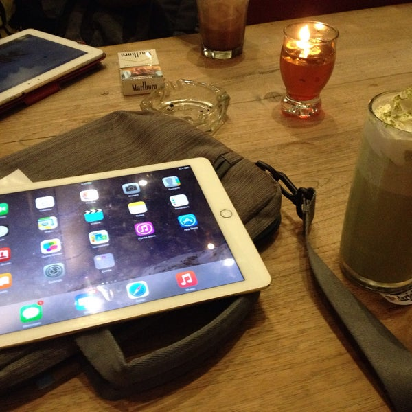 Photo taken at JAVA BEAN Coffee & Resto by Haritso on 4/6/2015