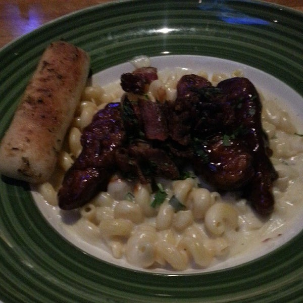 Photo taken at Applebee's by Robynn B. on 10/29/2013