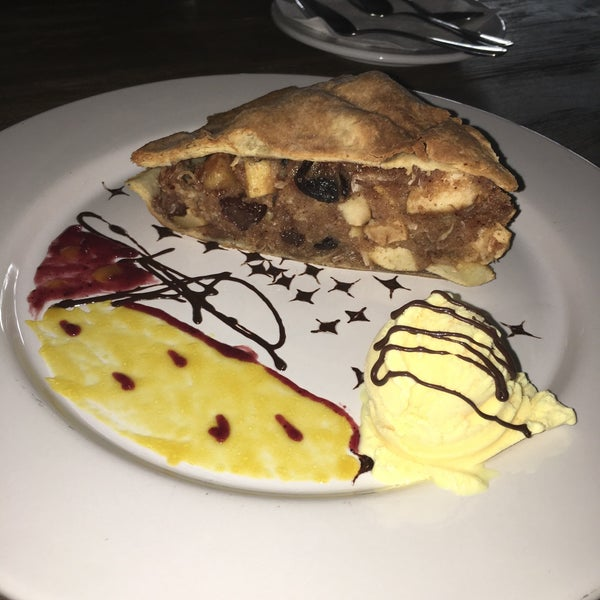 Palomitas de camarón son un must, la pizza De Santos es bastante recomendable también.. De postre la tarta de manzana está deliciosa!!