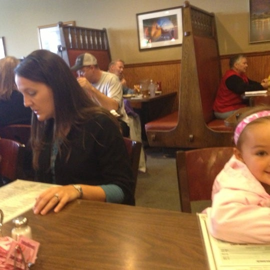 Photo taken at G & D Pizzaria by Nick on 10/19/2012