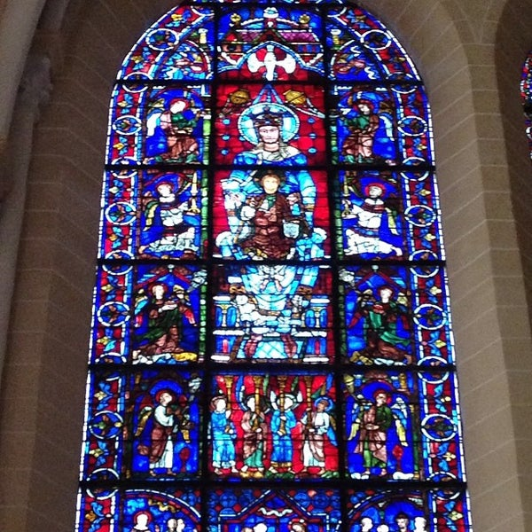 Photo taken at Cathédrale Notre-Dame de Chartres by Mayumi I. on 1/28/2013