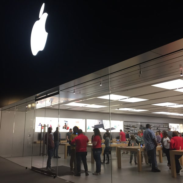 Photo taken at Apple Friendly Center by Rafael A. on 11/11/2016